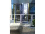 Наклейка желтая на проемы дверей.